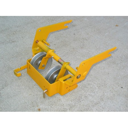 FRONT HANGER ASSEMBLY MULE DRIVE CUB CADET 190-319-100 703-2064 NOS