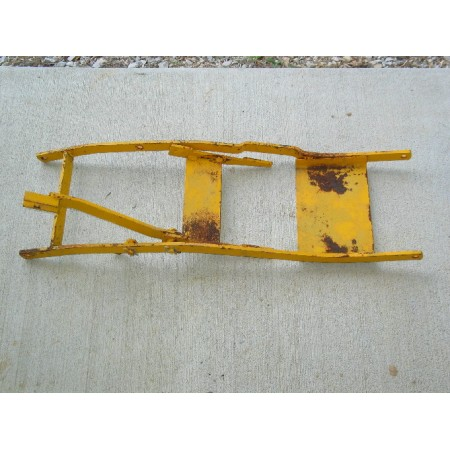 UNDER CARRIAGE OUTER LIFT FRAME ASSEMBLY CUB CADET IH 59692 C3 IH 59695 C2 NOS