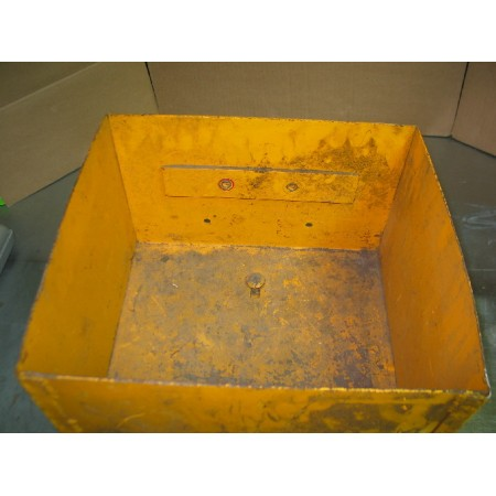 UTILITY BOX ASSEMBLY IH 390022 R92 USED